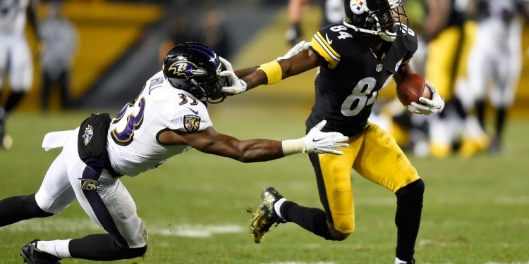 PITTSBURGH, PA - NOVEMBER 02:  Antonio Brown #84 of the Pittsburgh Steelers breaks a tackle by Will Hill #33 of the Baltimore Ravens and scores a 54 yard touchdown during the fourth quarter at Heinz Field on November 2, 2014 in Pittsburgh, Pennsylvania.  (Photo by Joe Sargent/Getty Images)